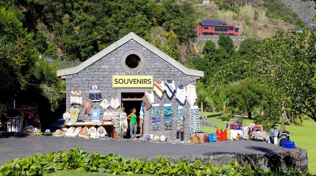Grotten van Sao Vicente bevat winkelen en bewegwijzering