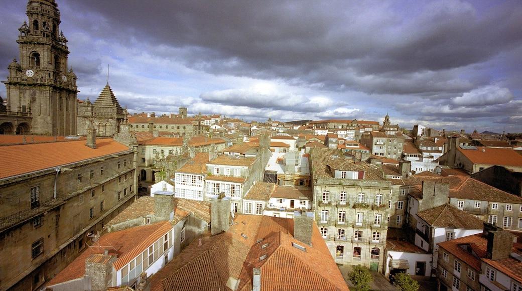 Santiago de Compostela featuring heritage architecture and a city