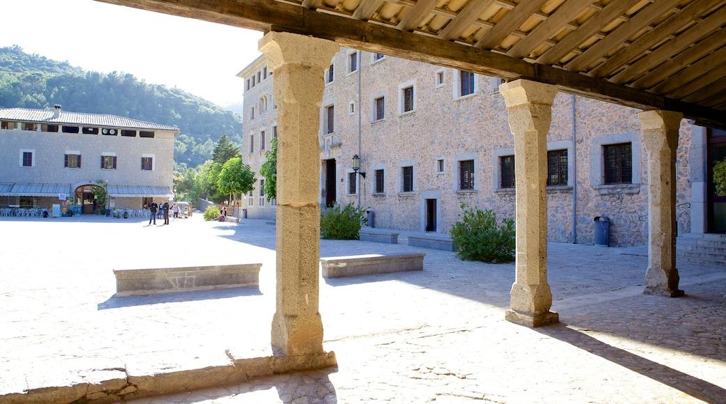 Santuari de Lluc mit einem historische Architektur und Platz oder Plaza