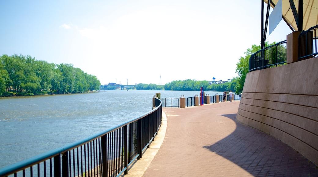 리버사이드 파크 을 보여주는 강 또는 시내