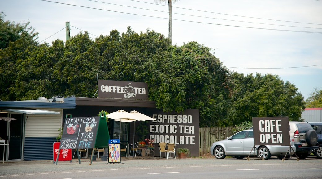 Beerwah which includes street scenes, signage and cafe lifestyle