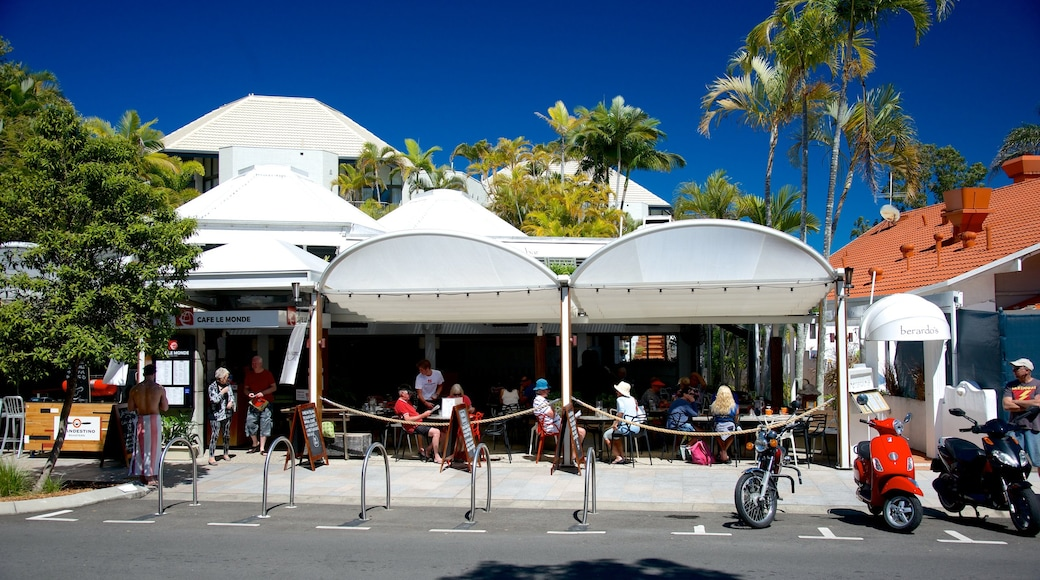 Hastings Street showing street scenes and outdoor eating