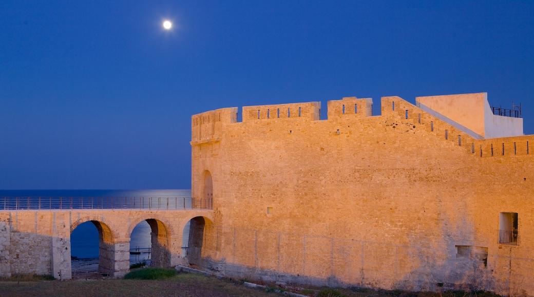 奧提伽島 其中包括 傳統元素, 海邊城市 和 夜景