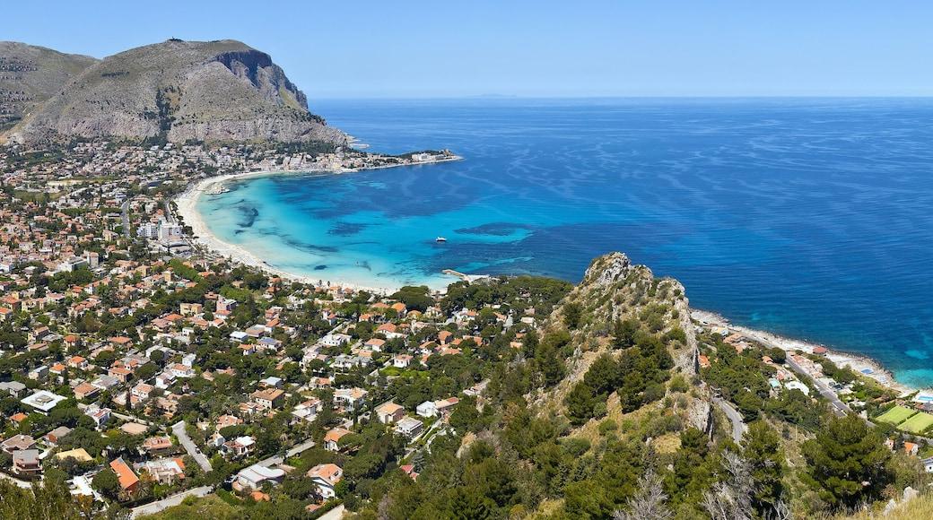 Provinz Palermo das einen Küstenort und Bucht oder Hafen