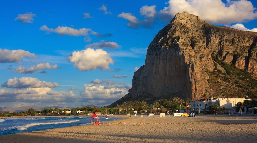 San Vito Lo Capo mostrando montagna e spiaggia