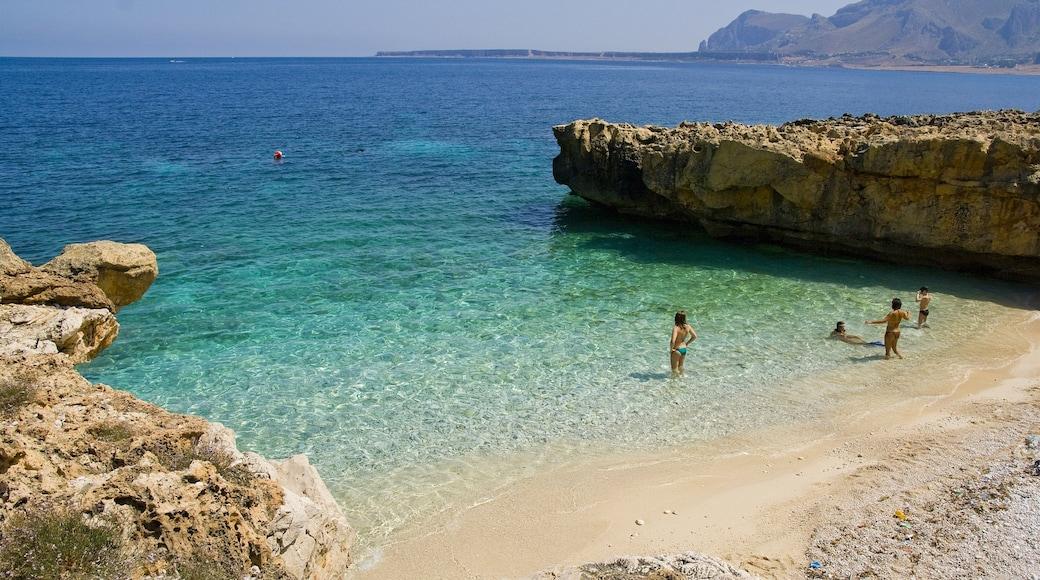 San Vito Lo Capo mostrando nuoto e spiaggia cosi come un piccolo gruppo di persone