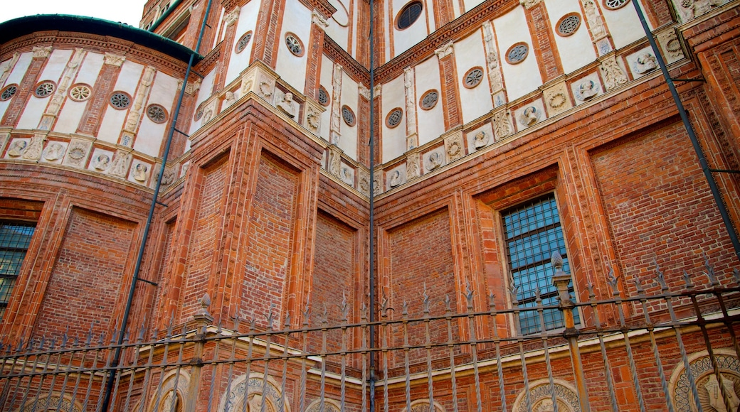 Santa Maria Delle Grazie ofreciendo elementos patrimoniales y escenas cotidianas