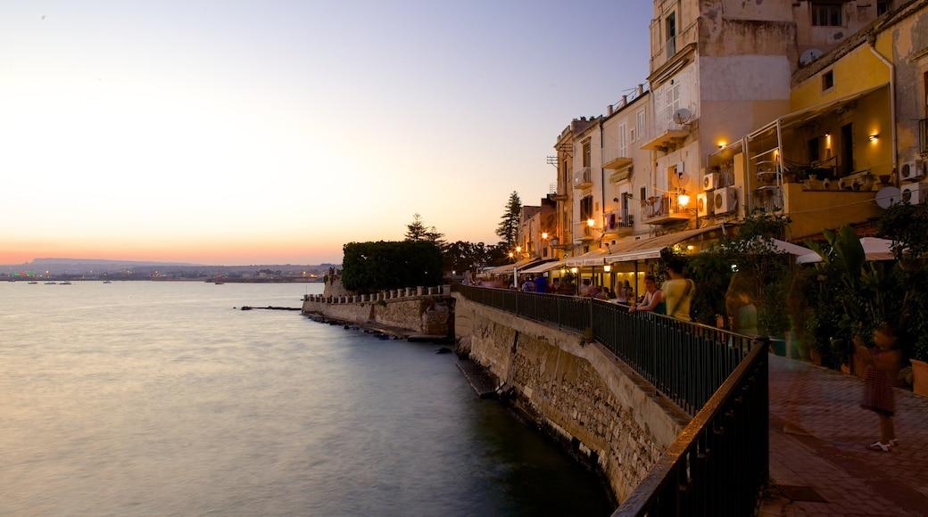 Ortigia mostrando località costiera, vista della costa e tramonto