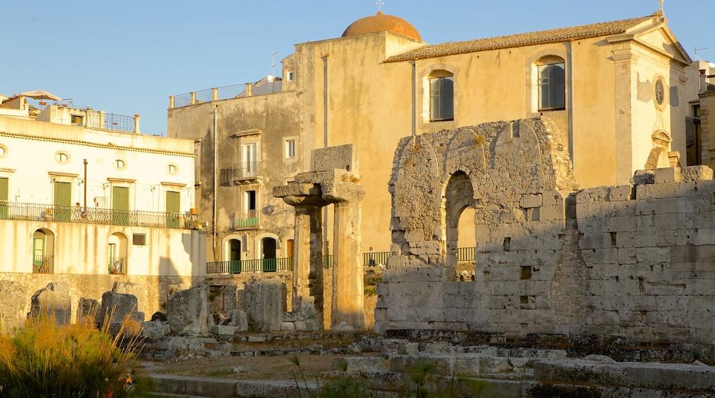 Tempio di Apollo caratteristiche di rovine di un edificio e oggetti d\'epoca