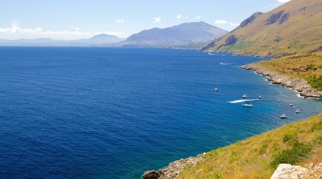 Spiaggia dello Zingaro che include vista del paesaggio, vista della costa e costa rocciosa