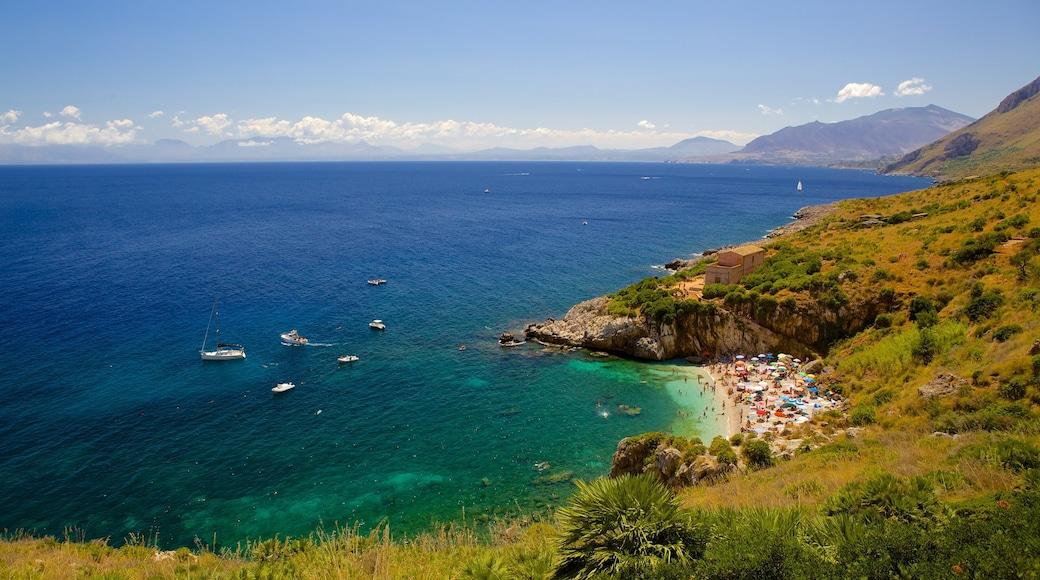 Spiaggia dello Zingaro mostrando vista del paesaggio, baia e porto e costa rocciosa