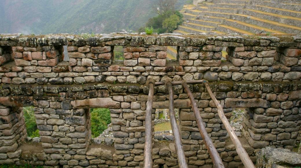 Machu Picchu mostrando uma ruína e elementos de patrimônio