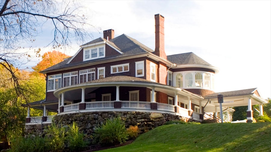 Danbury featuring a house