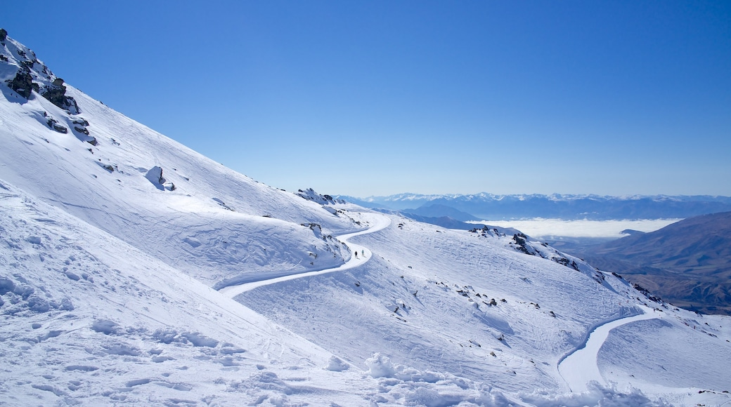 Cardrona Alpine Resort which includes snow, mountains and landscape views
