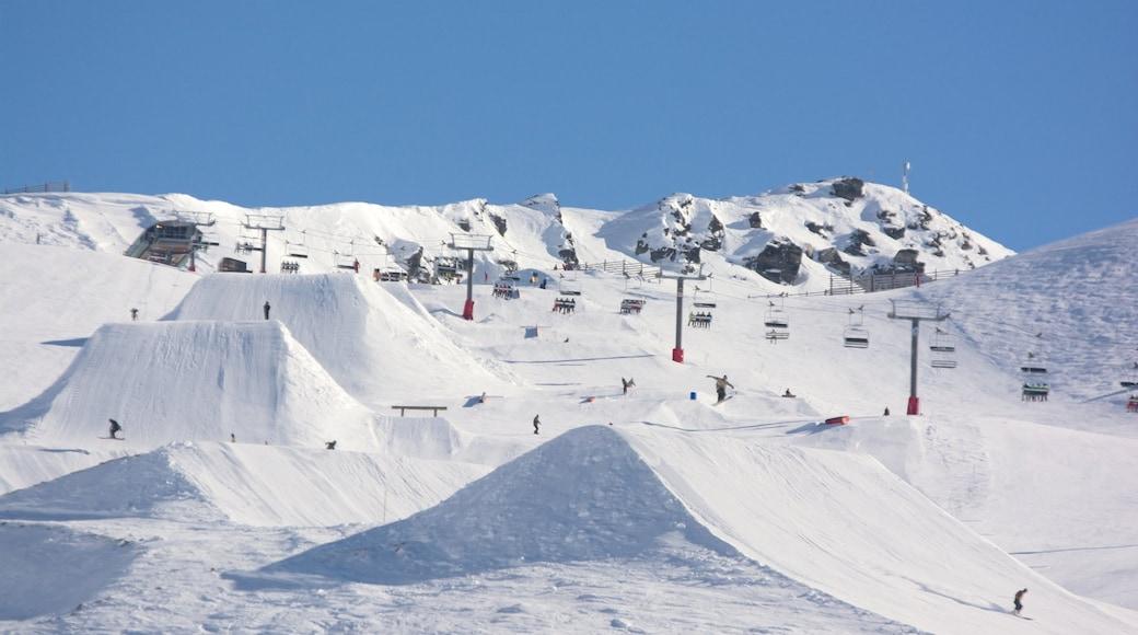 Cardrona Alpine Resort showing snow