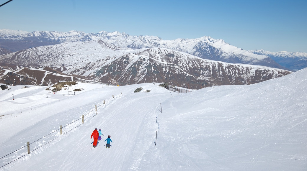 Cardrona Alpine Resort which includes mountains, landscape views and snow