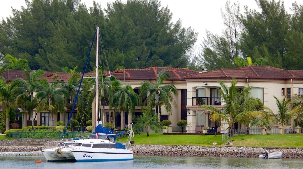 Richards Bay das einen Haus und Bucht oder Hafen