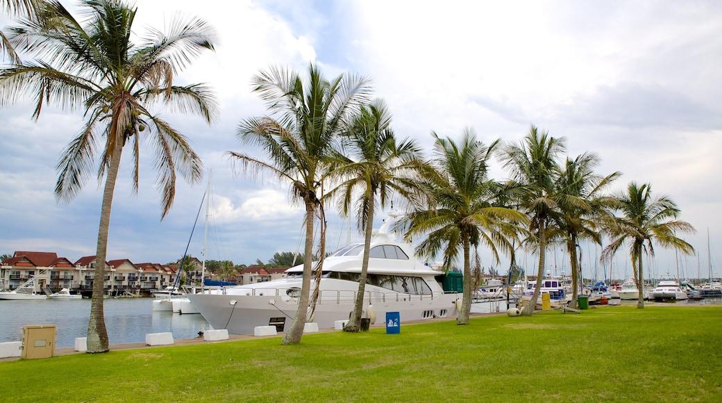Richards Bay mit einem Park und Marina