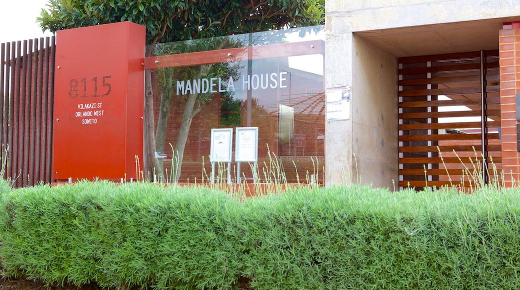 Musée Nelson Mandela mettant en vedette signalisation
