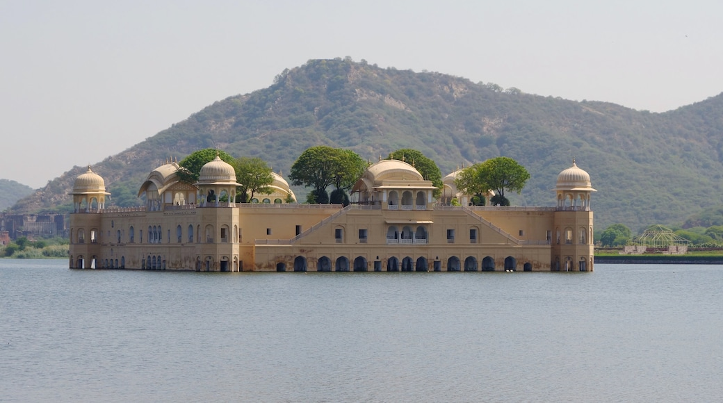 Jaipur showing a lake or waterhole and a castle