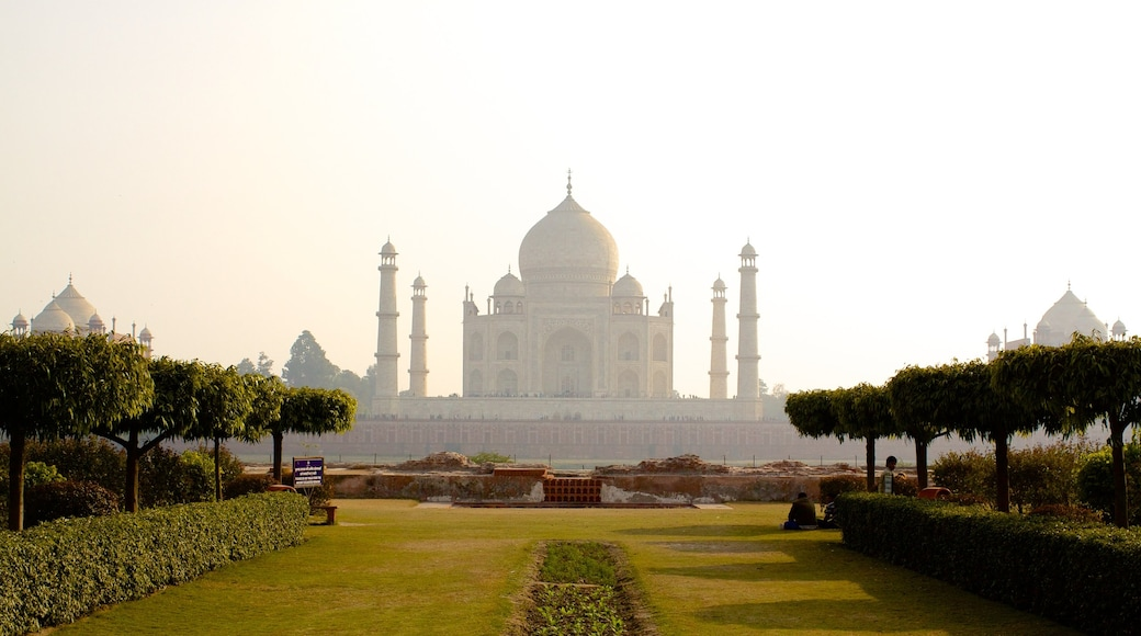 Taj Mahal which includes heritage elements and a temple or place of worship