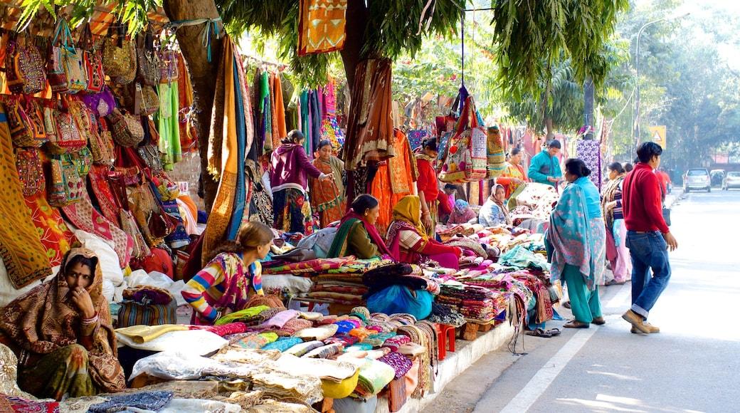 Delhi featuring markets