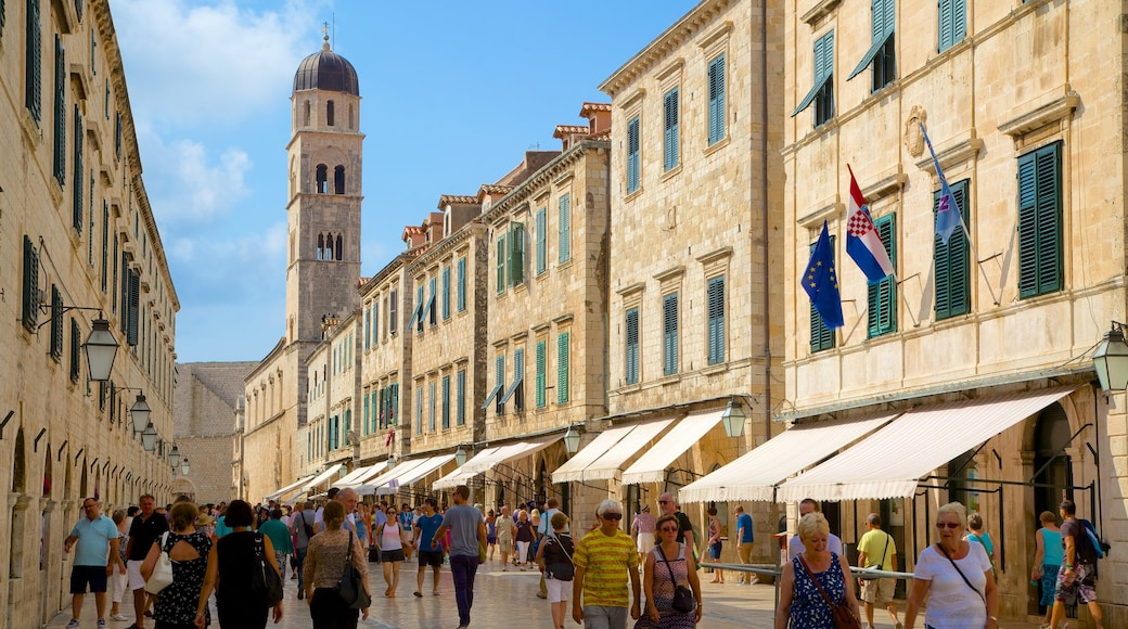 Stradun featuring heritage architecture as well as a large group of people