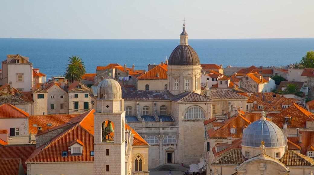 Cathédrale de Dubrovnik montrant ville et patrimoine historique