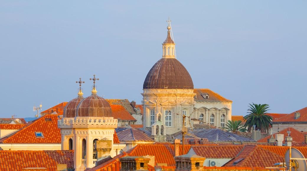 Cathédrale de Dubrovnik mettant en vedette patrimoine historique et ville