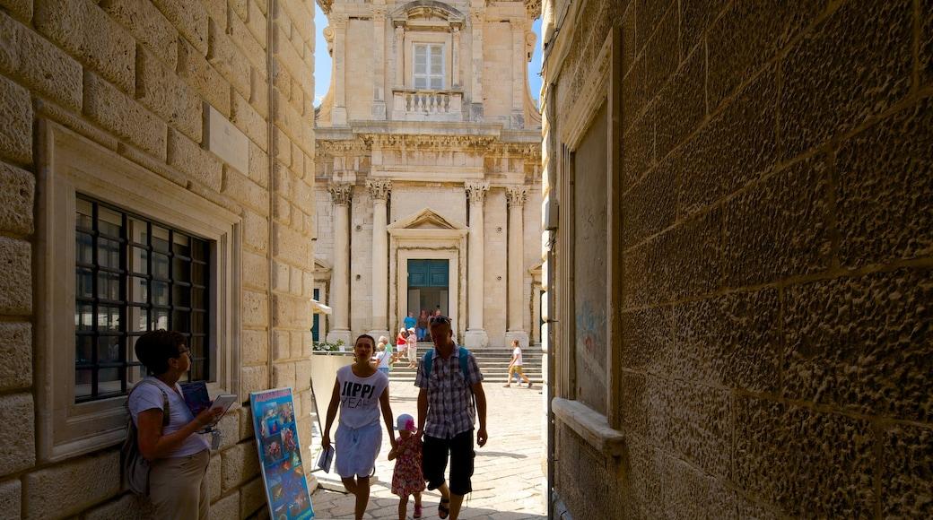 Cathédrale de Dubrovnik qui includes patrimoine architectural et scènes de rue