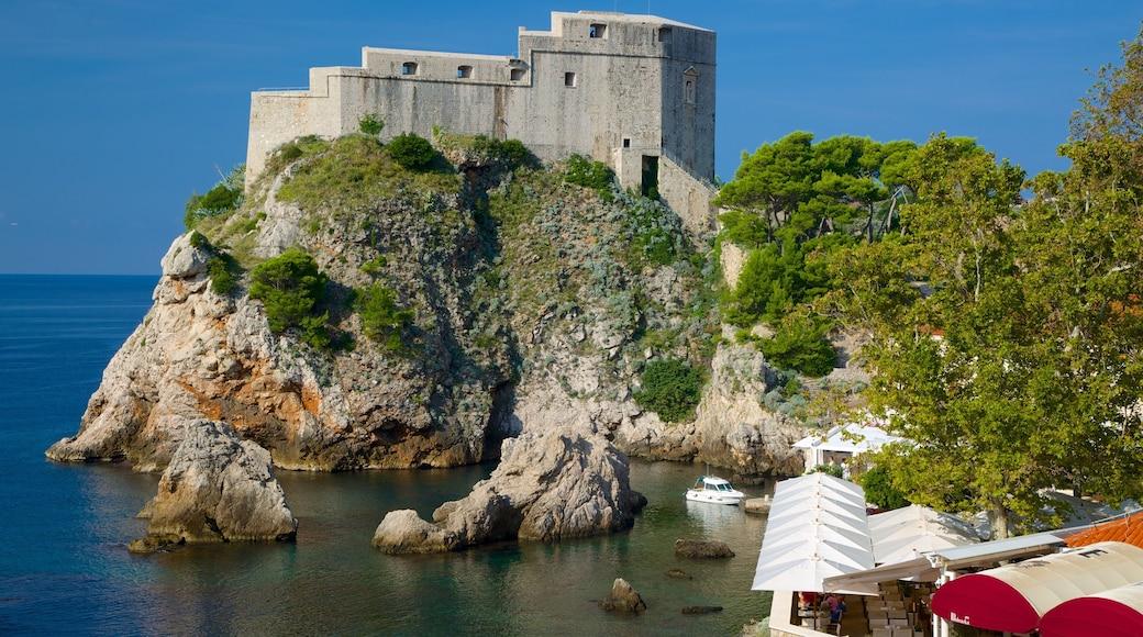 Festung Lovrijenac welches beinhaltet Geschichtliches und allgemeine Küstenansicht