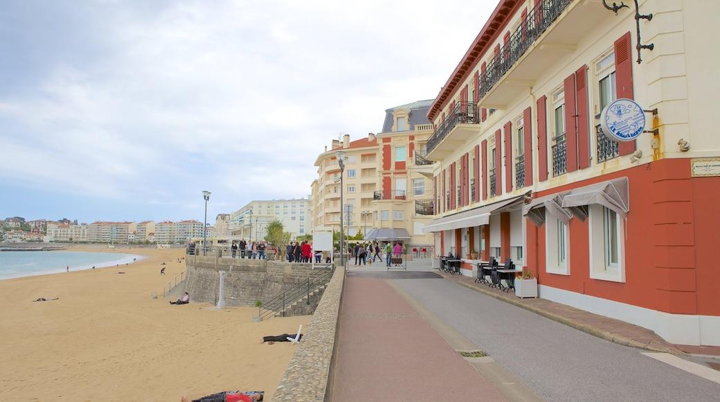 Saint-Jean-de-Luz welches beinhaltet Sandstrand, Küstenort und allgemeine Küstenansicht