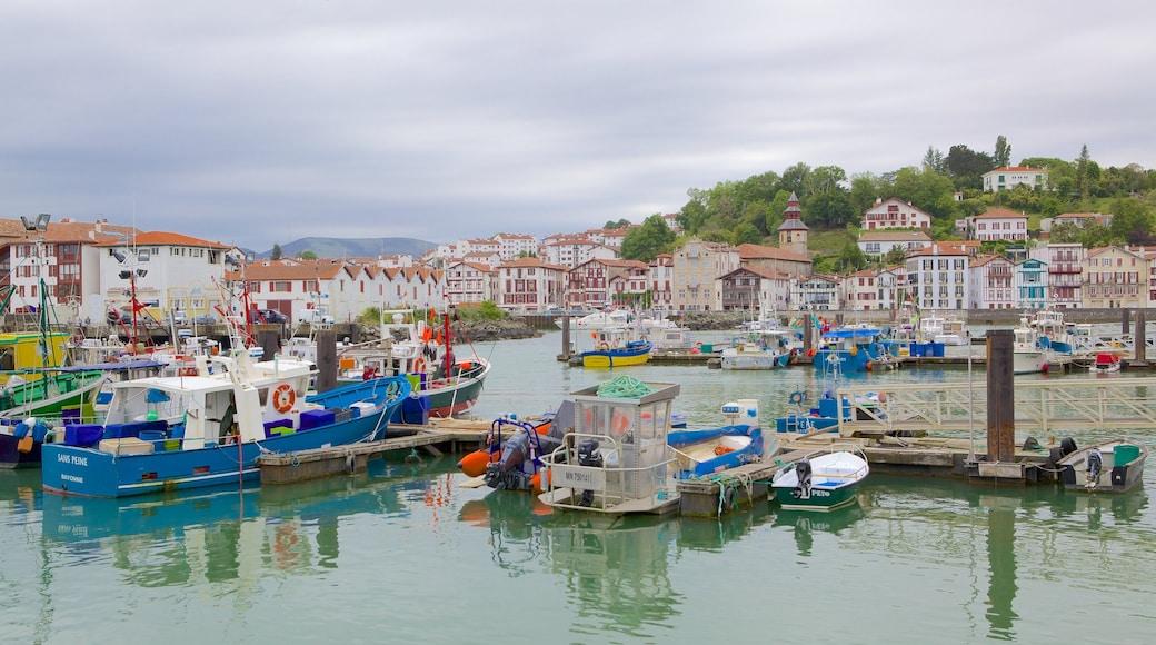 Saint-Jean-de-Luz welches beinhaltet Bootfahren, Marina und Küstenort