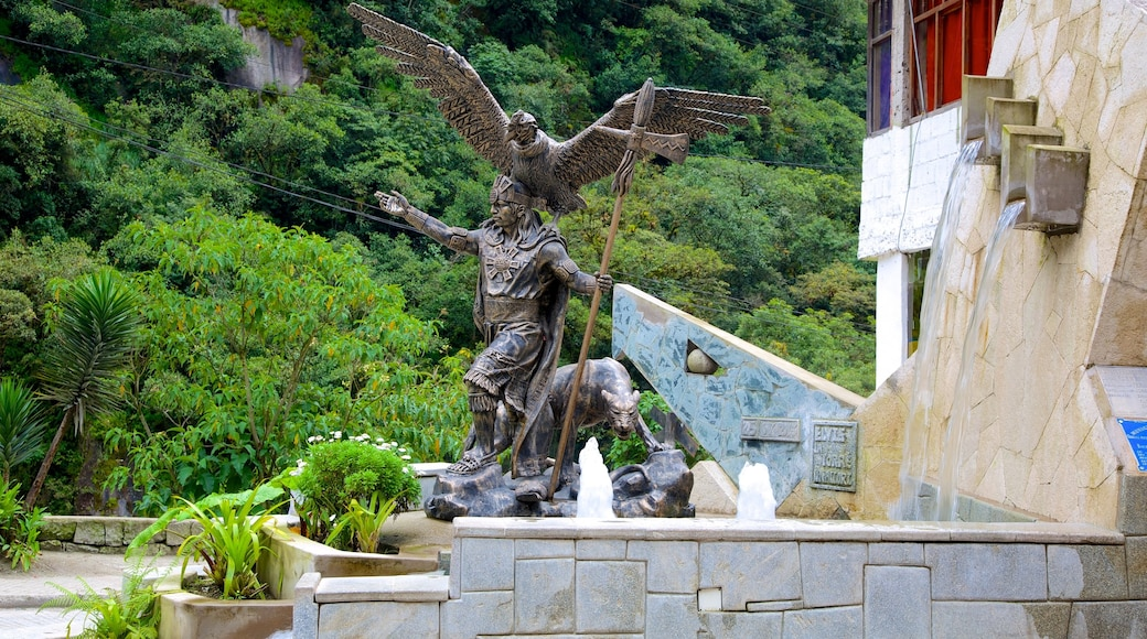 Cusco caracterizando uma estátua ou escultura e uma fonte