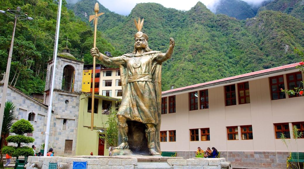 Cusco mostrando arte ao ar livre e uma estátua ou escultura