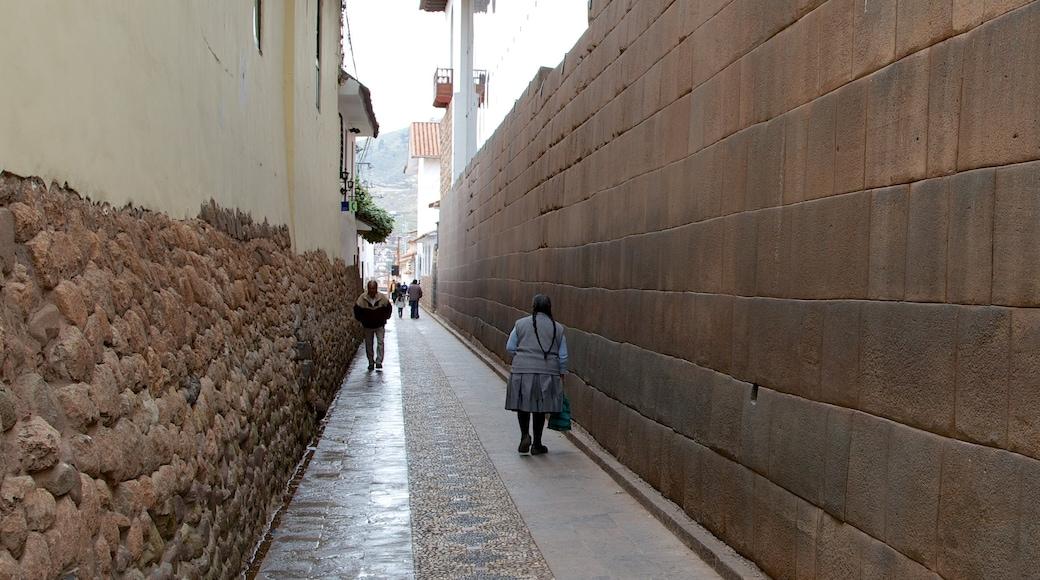 Cusco sowie kleine Menschengruppe