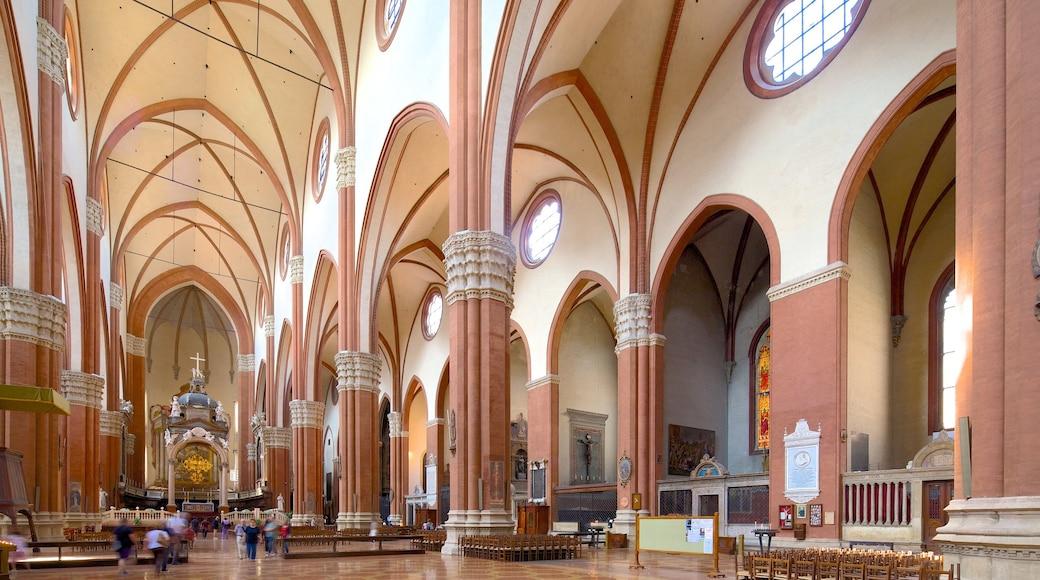 Basilique San Petronio qui includes éléments religieux, patrimoine architectural et vues intérieures