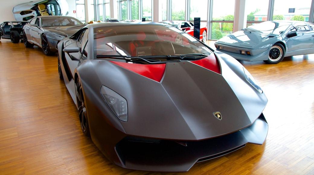 Lamborghini-Museum welches beinhaltet Innenansichten