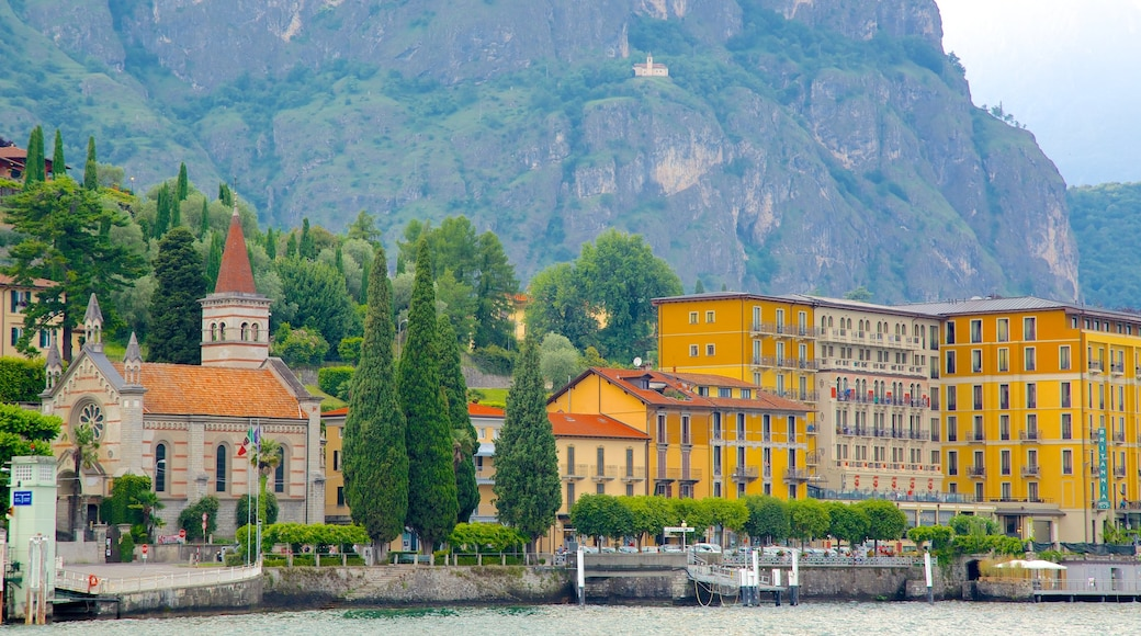 Como featuring mountains and a coastal town