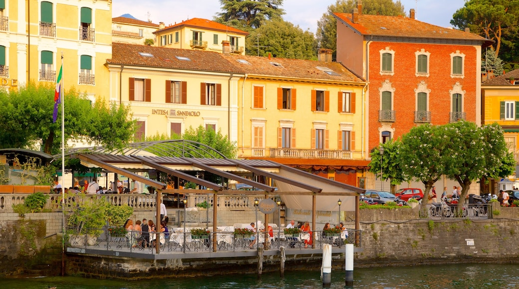 Bellagio showing a coastal town and outdoor eating
