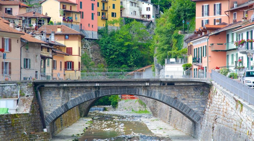 Argegno das einen Brücke, Kleinstadt oder Dorf und Fluss oder Bach