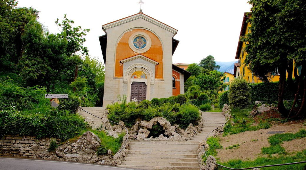 Cadenabbia showing a church or cathedral