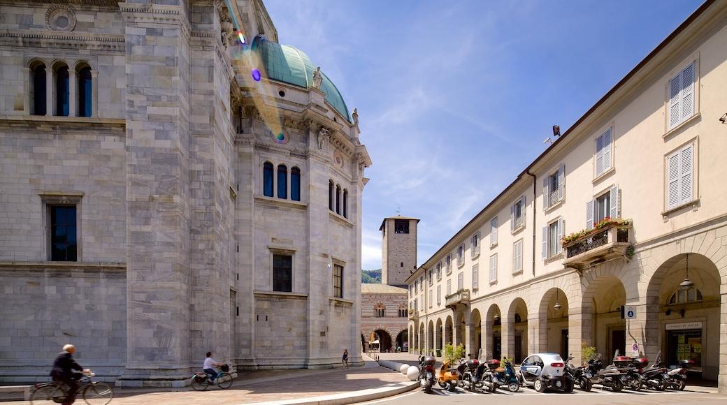Lago di Como mostrando bicicletta e architettura d\'epoca