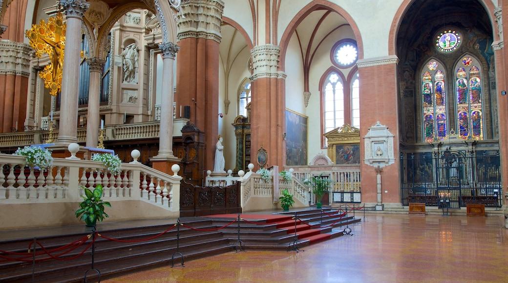 Basilique San Petronio qui includes aspects religieux, vues intérieures et église ou cathédrale