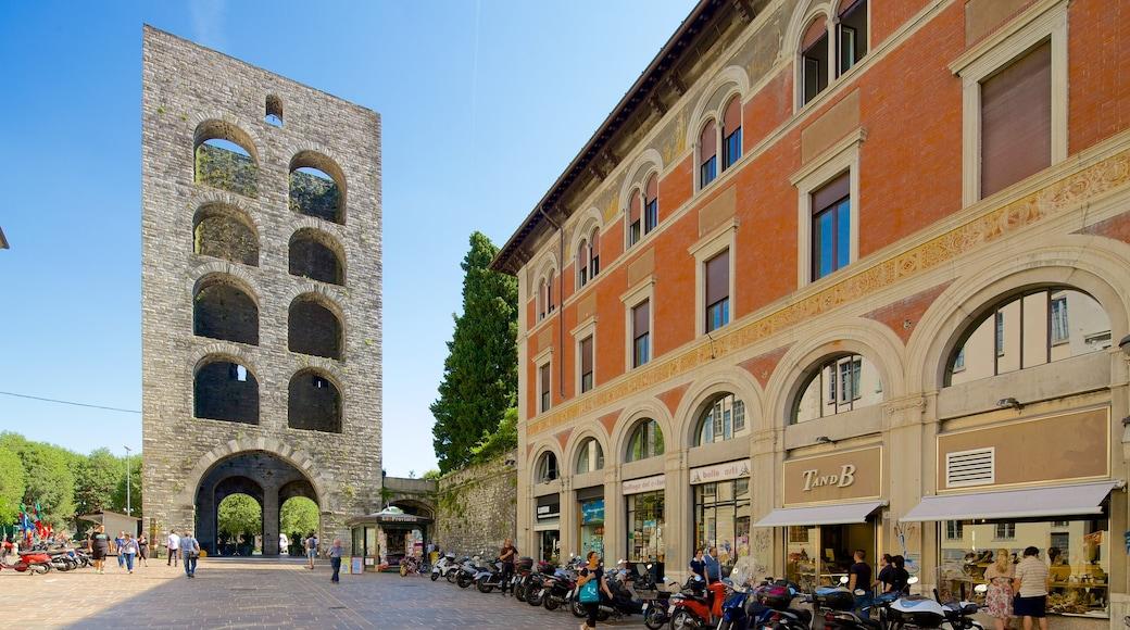 Piazza Vittoria qui includes square ou place et patrimoine architectural