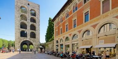 Piazza Vittoria mostrando piazza e architettura d\'epoca
