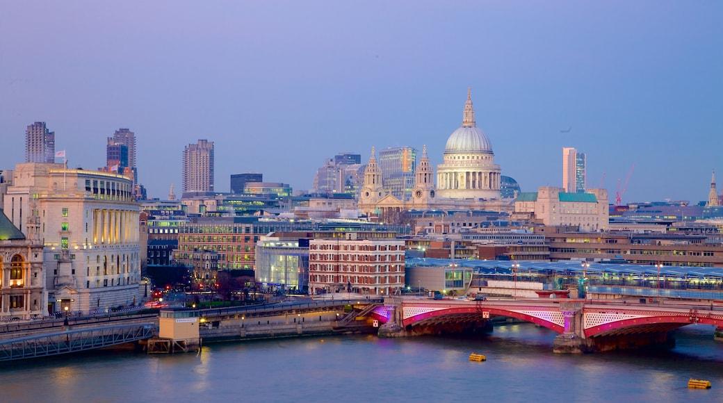 London presenterar ett höghus, nattliv och en bro