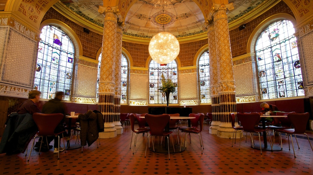 Victoria and Albert Museum johon kuuluu perintökohteet, vanha arkkitehtuuri ja sisäkuvat