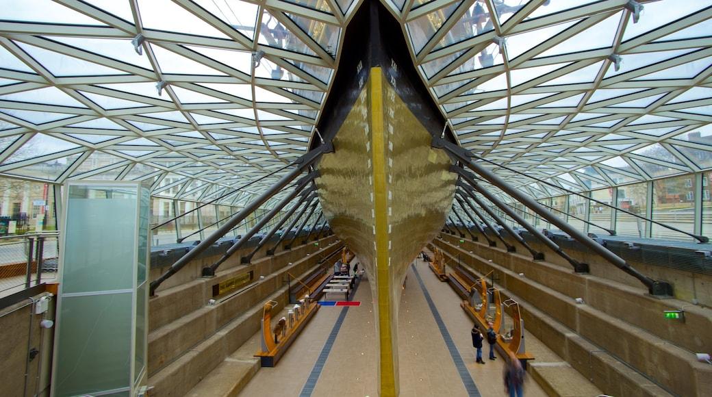 Cutty Sark mostrando arquitetura moderna, canoagem e vistas internas