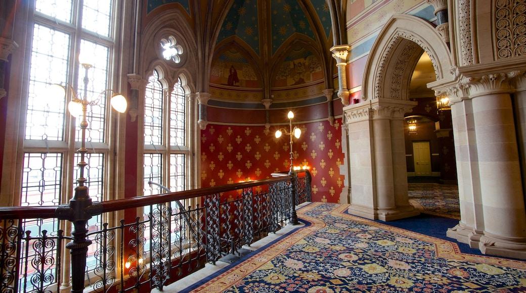 Queen\'s House caracterizando elementos de patrimônio, vistas internas e um edifício administrativo
